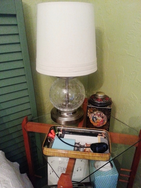 20140422 1041091 Organize your nightstand using adorable tins